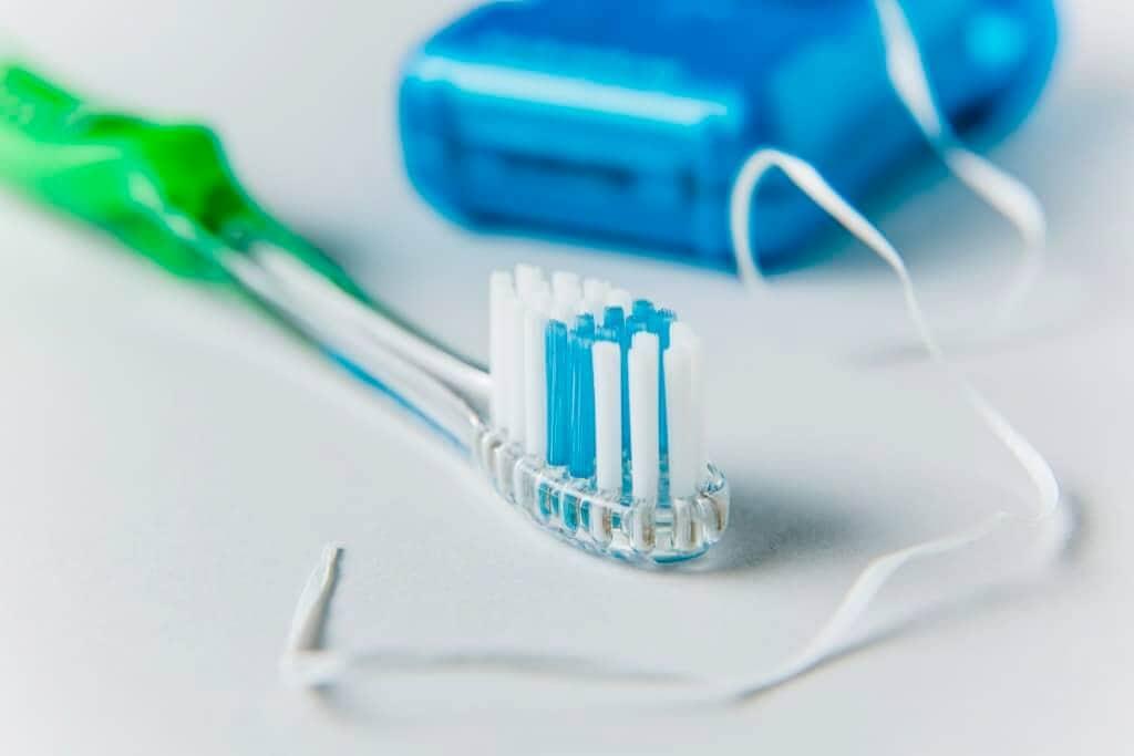 Kako odstraniti zubni kamenac